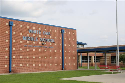 Picture of the front of White Oak Middle School